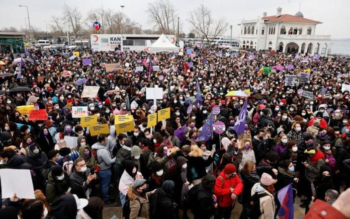 Plusieurs milliers de personnes ont manifesté samedi 20 mars en Turquie